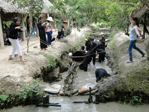 Mekong Tour | Tát mương - Bắt cá | Mekong Tour - Cần Thơ - Châu Đốc - Trà Sư