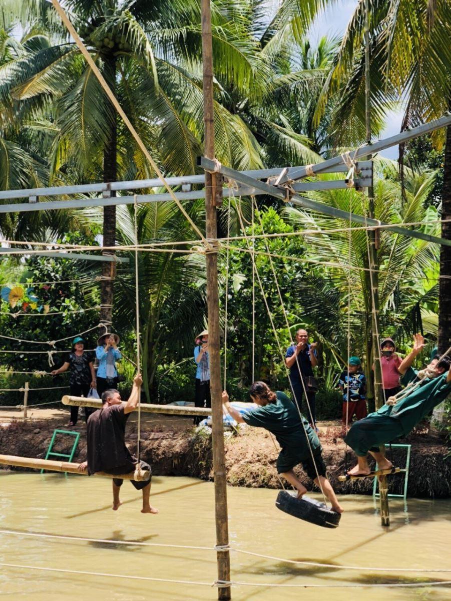 Tour Miền Tây | Mekong Tour | Tour Mỹ Tho - Bến Tre  | Tour Tát Mương Bắt  Cá